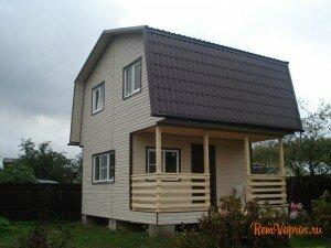 каркасный двухэтажный дом с крыльцом